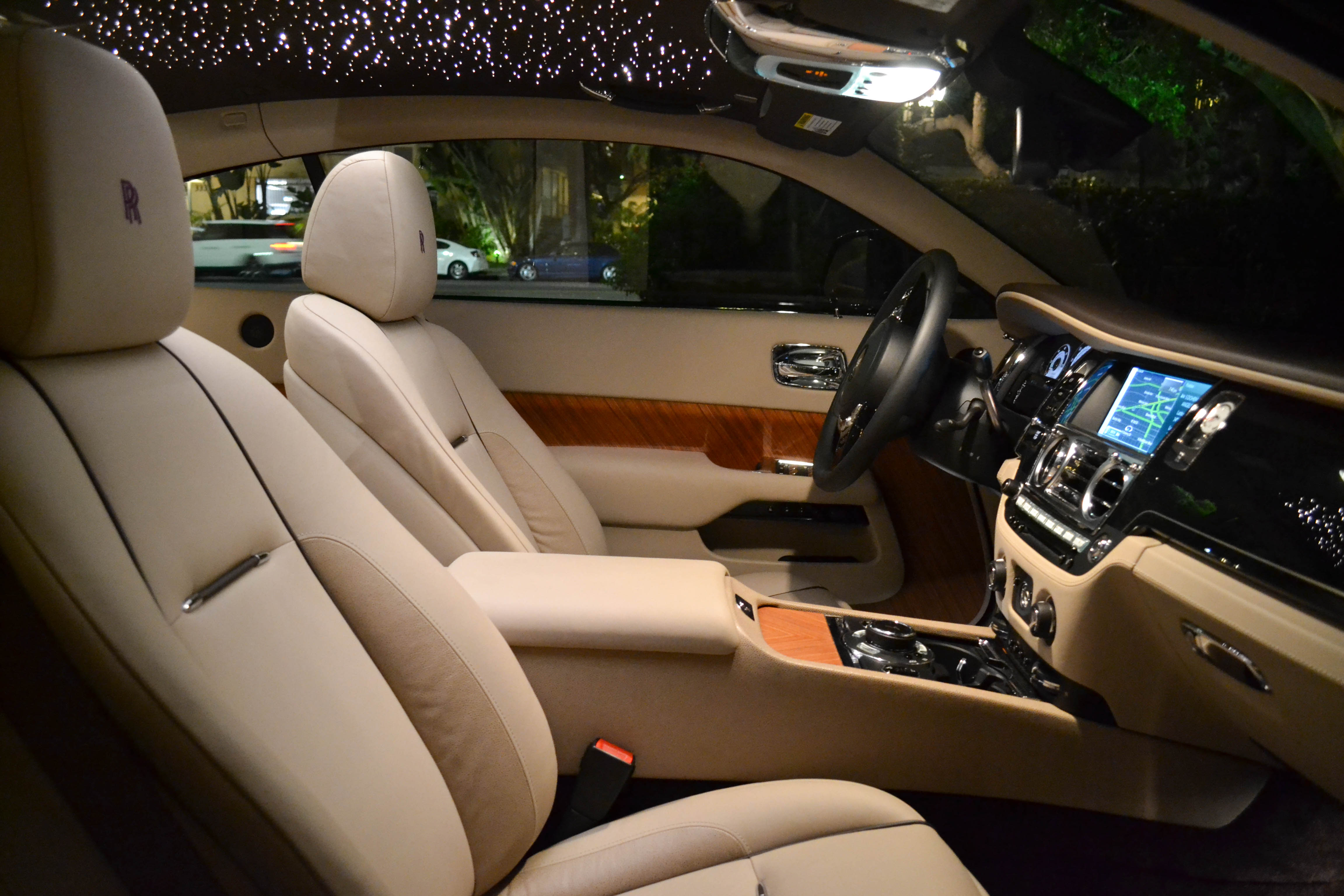 first look at the 2014 rolls royce wraith. Black Bedroom Furniture Sets. Home Design Ideas